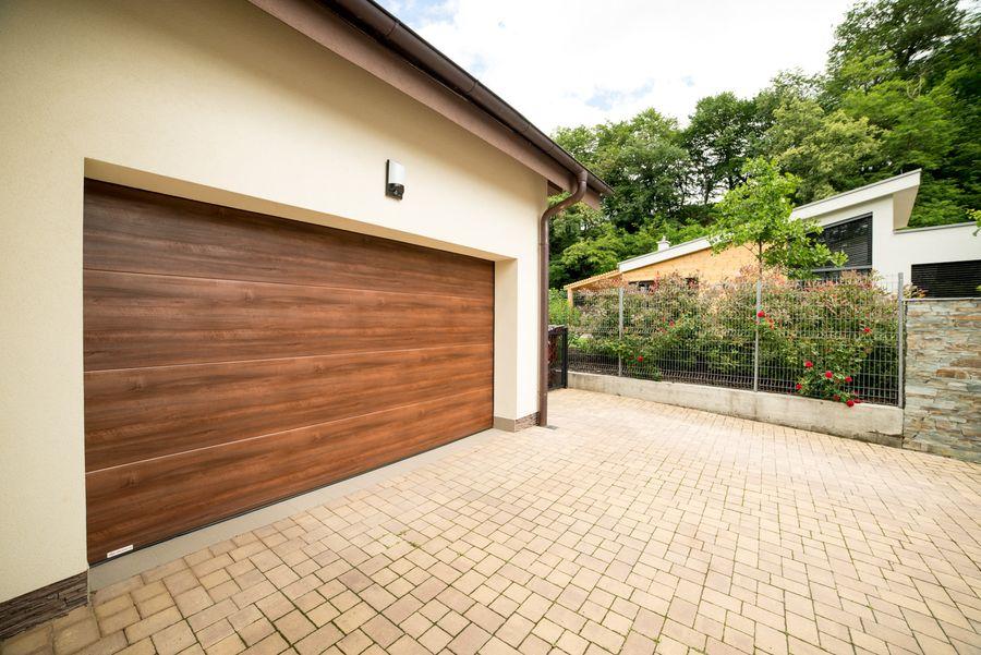 Garážová vrata hladký design